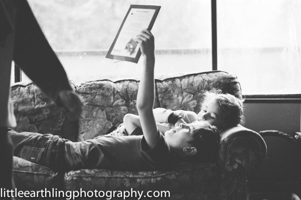 brothers-reading-together