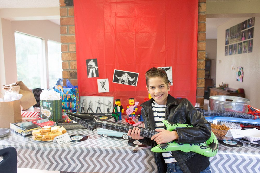 Elvis party ideas: games, food and decorations.