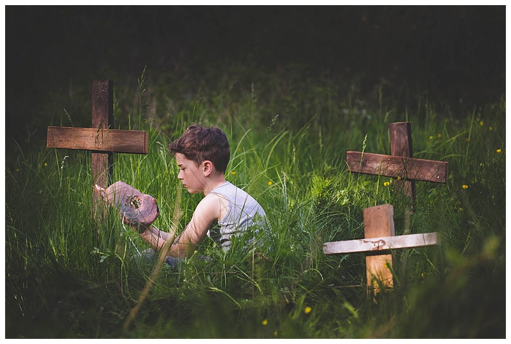 These Pet Sematary inspired photos with kids will give you nightmares.